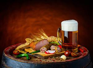 Фотография Натюрморт Пиво Ветчина Колбаса Хлеб Томаты Кружка Пена Пища
