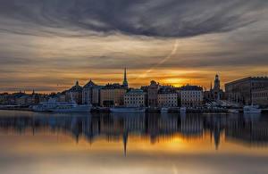 Картинка Стокгольм Швеция Здания Речка Вечер Пирсы Корабли Города
