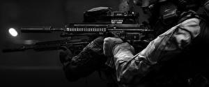 Фотографии Battlefield 4 Солдаты Автоматы Вблизи Черно белое Американские Глушитель (оружейный)