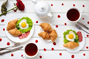 Фотографии Круассан Завтрак Чашка Яичница Сердце