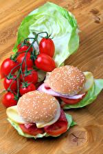 Обои Фастфуд Бутерброды Булочки Помидоры Капуста Гамбургер Доски Еда картинки