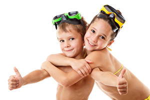 Картинки Пальцы Белом фоне Девочка Мальчик Очках 2 Улыбка Милый Красивая Дети