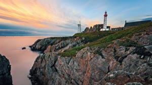 Картинки Франция Берег Маяки Рассветы и закаты Скала Saint Mathieu