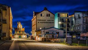 Обои Германия Дома Улица Ночь Уличные фонари Stralsund Города