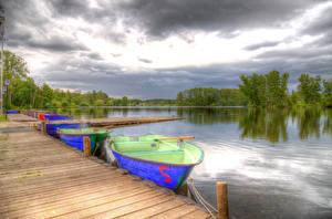 Картинка Германия Речка Пирсы Лодки Небо HDRI Hucker Moor Lake Spenge Природа