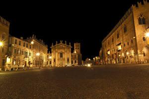 Обои Италия Здания Городская площадь Ночные Уличные фонари Mantua Lombardy