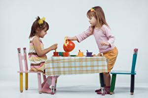 Обои Чайник Девочки Двое Стол Стулья Дети картинки