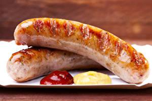 Фотографии Мясные продукты Сосиска Крупным планом Вдвоем Кетчуп Еда