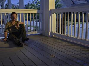 Фотографии Мужчины Эндрю Линкольн Ходячие мертвецы Сидящие Rick Grimes Кино Знаменитости