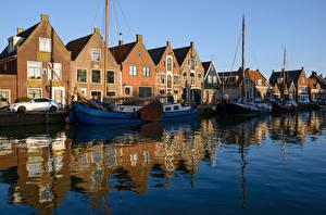 Фотографии Нидерланды Здания Речка Пирсы Парусные Яхта Monnickendam Города