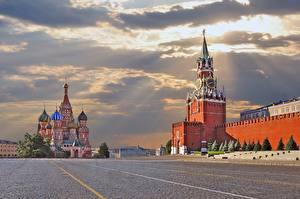 Картинка Москва Россия Московский Кремль Храмы Городская площадь Облака Города