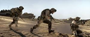 Фото Солдат Танк Автоматом Battlefield 3 Втроем Американская Бегущий компьютерная игра 3D_Графика