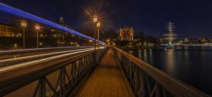 Картинка Стокгольм Швеция Мосты Дома Речка Ночь Уличные фонари Движение Города
