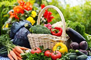 Фото Овощи Морковь Перец Томаты Огурцы Корзина Пища