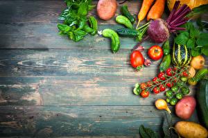 Фото Овощи Томаты Картошка Огурцы Доски Листва Пища