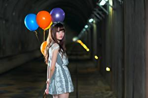 Обои Азиаты Воздушный шарик Туннель Девушки