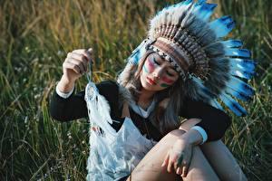 Картинки Азиаты Индейский головной убор Талисман Индейцы Красивые Девушки