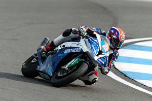 Картинка BMW - Мотоциклы Мотоциклист Скорость Шлем 2016-17 S 1000 RR Race Bike Мотоциклы