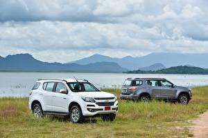 Картинки Chevrolet Двое Металлик 2016-17 TrailBlazer
