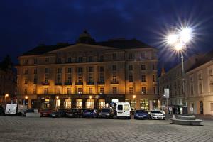 Картинки Чехия Здания Уличные фонари Ночь Улица Brno город