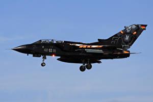 Фото Самолеты Истребители Летящий Panavia Tornado IDS German Air Force LFQI-XCB