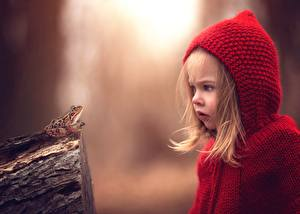 Фото Лягушки Девочки Удивление Капюшон Дети