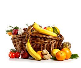 Фотография Фрукты Бананы Лук репчатый Белый фон Корзинка Еда