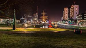 Фотография Германия Дома Причалы Ночь Уличные фонари Bremerhaven город