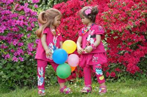 Фотографии Германия Парки Рододендрон Девочки Кукла Двое Воздушный шарик Grugapark Essen Природа