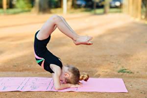 Фотография Гимнастика Девочки Тренировка Ноги Дети