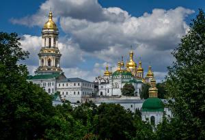 Картинки Киев Украина Храм Церковь Облачно Купол Pechersk Lavra город