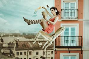 Обои Гольфы Наушники Стулья Летящий Падает Книга Ноги Девушки