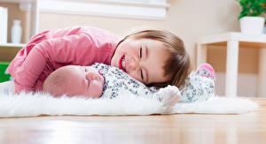 Фотографии Девочка Младенец Двое Улыбка