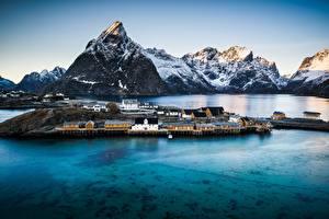 Фотографии Горы Норвегия Дома Берег Reine, Nordland Города Природа