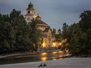 Картинка Мюнхен Германия Здания Храм Вечер Бавария Уличные фонари Деревья Города
