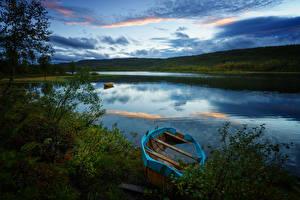 Картинка Норвегия Речка Побережье Лодки Вечер Небо Природа