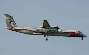 Картинка Самолеты Пассажирские Самолеты Летящий Bombardier DHC8-400