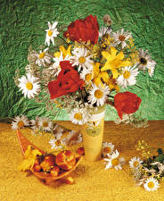 Фото Натюрморт Букеты Тюльпаны Ромашки Лилии Персики Ваза