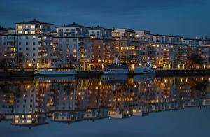 Обои Стокгольм Швеция Здания Реки Вечер Причалы Речные суда Отражение Города