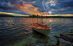 Картинка Швеция Реки Рассветы и закаты Лодки Пейзаж Небо Молния Природа