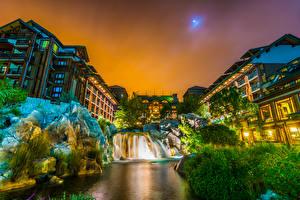 Фото США Парки Диснейленд Дома Водопады Вечер Калифорния Анахайм Дизайн HDRI Утес Города