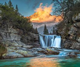 Фотографии Водопады Горы Пейзаж Скала Туман