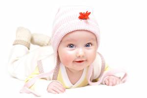 Картинка Белый фон Младенец Шапки Взгляд Милые Дети