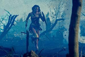 Фото Чудо-женщина (фильм) Чудо-женщина герой Галь Гадот Бег Девушки Знаменитости