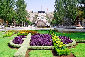 Картинки Армения Скульптуры Газон Кусты Yerevan