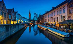 Фото Бельгия Пирсы Здания Вечер Лодки Брюгге Водный канал Города