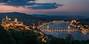 Фото Будапешт Венгрия Здания Речка Мосты Ночные Мегаполис