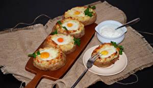 Картинка Бутерброды Разделочная доска Яичница Тарелка