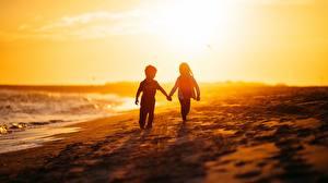 Фотография Побережье Море Рассветы и закаты Любовь Мальчики Девочки Пляж Ребёнок