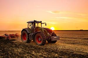 Фото Поля Рассветы и закаты Сельскохозяйственная техника Трактор